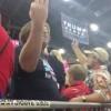 【お手本動画】大統領候補『ドナルド・トランプ』の集会で声高に『USA、USA・・・』と叫ぶ男性w