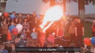 【衝撃動画】大道芸する少女、口から火を噴きそのまま顔に引火するw