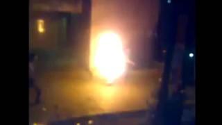 【動画】放火しようとした放火犯が誤って自分に引火し火だるまに…。