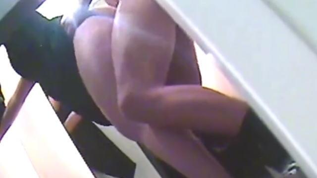 試着室で立ちバックする夫婦の動画