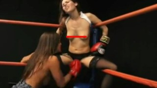 【エロ注意】負けたらパンティ脱がされますw美女同士のトップレスボクシングwww