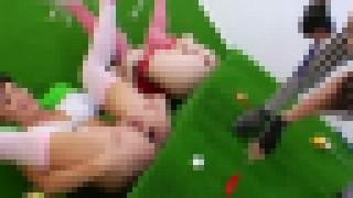 【エロ注意】ケツの穴をカップに見立ててパターでゴルフする変態美女たちの動画www