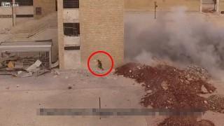 【動画】アレッポでとても幸運な兵士が撮影された。