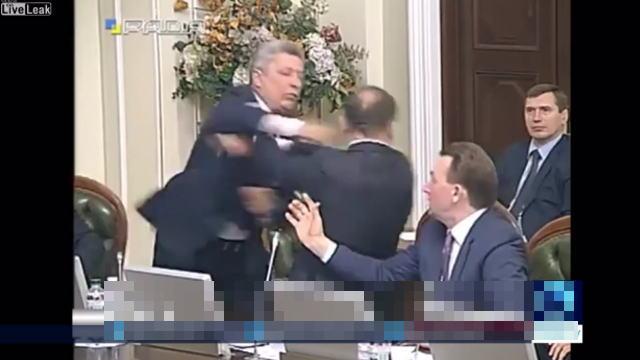 ウクライナの議会での乱闘騒ぎ