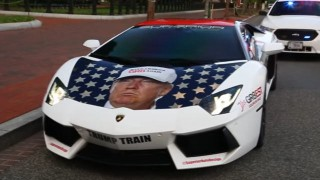 【動画】ランボルギーニにトランプ大統領のラッピングをしてホワイトハウスまでドライブする熱烈支持者w