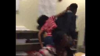 【動画】浮気した元ボーイフレンドの後頭部をレンガでカチ割る女子学生。