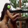 【エロ注意】全裸で機関銃を撃つ巨乳美女たちの動画w