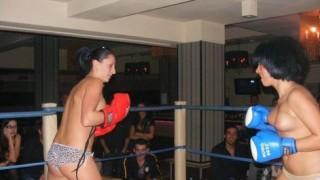 【マジキチ】最近海外で行われてるトップレスボクシング(女)とかいう性競技(画像あり)