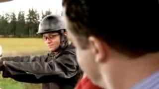 【オモシロ動画】美人妻も興奮しておっぱい見せちゃう位にカッコいいバイクメーカーのCM動画www