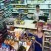 【エロ注意】お店で買い物をするブロンド女性が突然のポロリハプニングにwwwww