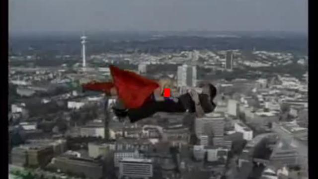 スーパーガールが空を飛びながらフェラ