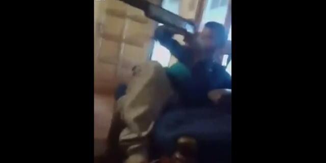 【動画】子供がショットガンで遊んでたら他の子に実弾があたり殺してしまう…。