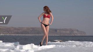 【動画】ビキニ美女たちの寒中水泳inウラジオストクwww