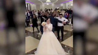 【動画】ブーケトスでケンカ勃発wロシアでの結婚式を撮影した動画。