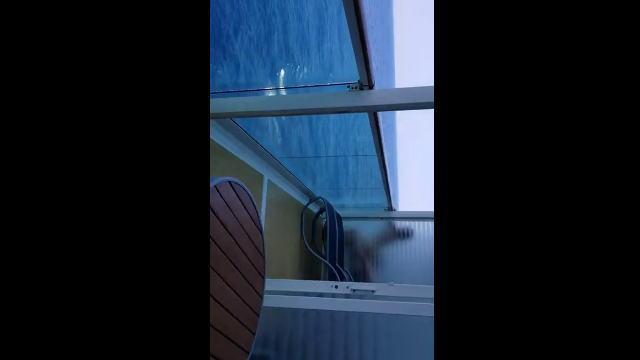 【動画】クルーズ船の隣のバルコニーでカップルがセ〇クスしてる!?www